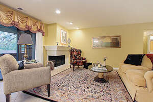 Featured Property in Oakbrook Terrace, IL 60181