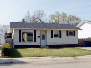 Featured Property in Moose Jaw, SK S6J 1A7