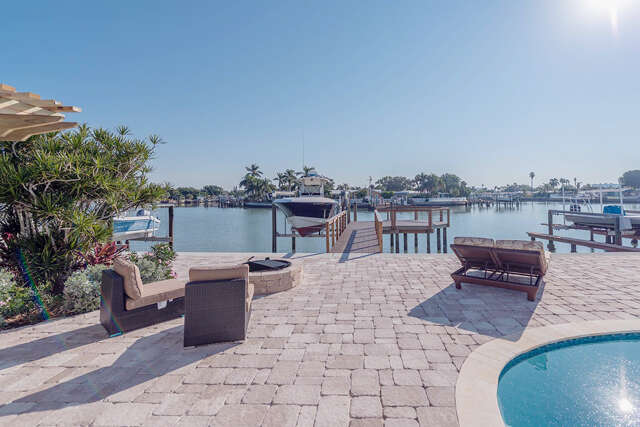 Single Family for Sale at 8094 Causeway Blvd, S. St. Petersburg, Florida 33707 United States