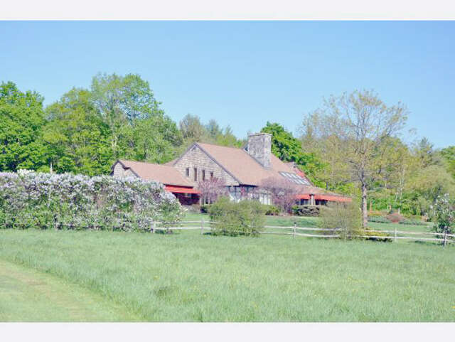 Single Family for Sale at 564 Overlook Rd Manchester, Vermont 05254 United States