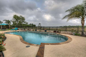 Featured Property in Friendswood, TX 77546