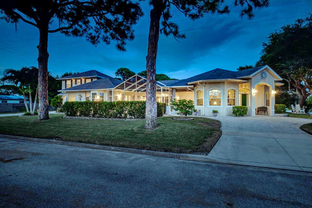 Single Family for Sale at 432 Alhambra Road Venice, Florida 34285 United States