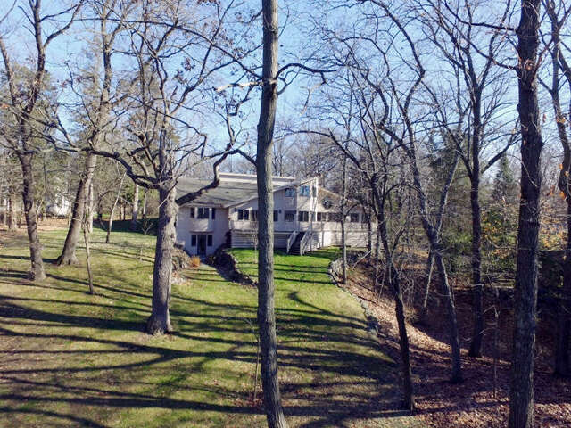 Single Family for Sale at 3197 N Dekoven Drive Summit, Wisconsin 53066 United States