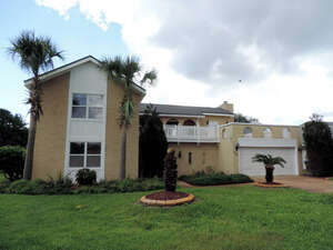 Featured Property in Gulf Breeze, FL 32563
