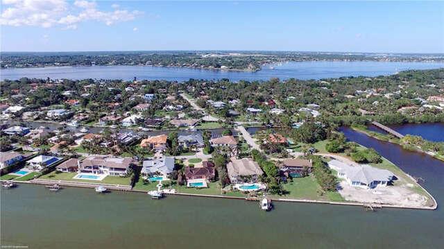 Single Family for Sale at 7 Island Road Stuart, Florida 34996 United States