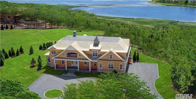 Single Family for Sale at 12 Heatherwood Ln Quogue, New York 11959 United States