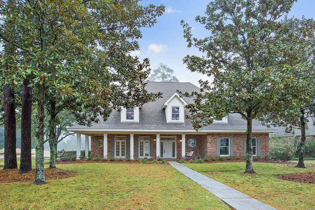 Single Family for Sale at 498 Beau Chene Drive Mandeville, Louisiana 70471 United States