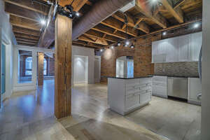 Featured Property in Montreal, QC H2Y 3S5