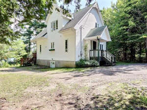 Featured Property in Val Des Monts, QC J8N 5B3