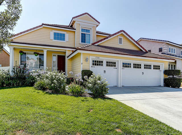 Single Family for Sale at 17314 Mount Stephen Ave Santa Clarita, California 91387 United States