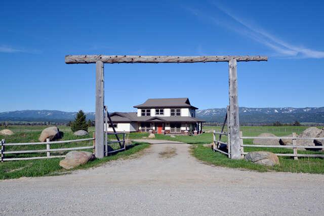 Single Family for Sale at 610 Cabarton Road Cascade, Idaho 83611 United States