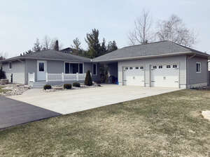 Real Estate for Sale, ListingId: 50038646, Lambton Shores, ON  N0M 2L0