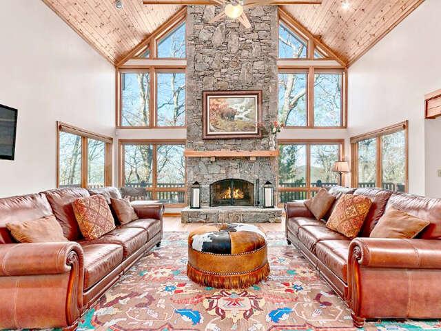 Single Family for Sale at 105 Saddle Ridge Drive Maggie Valley, North Carolina 28751 United States