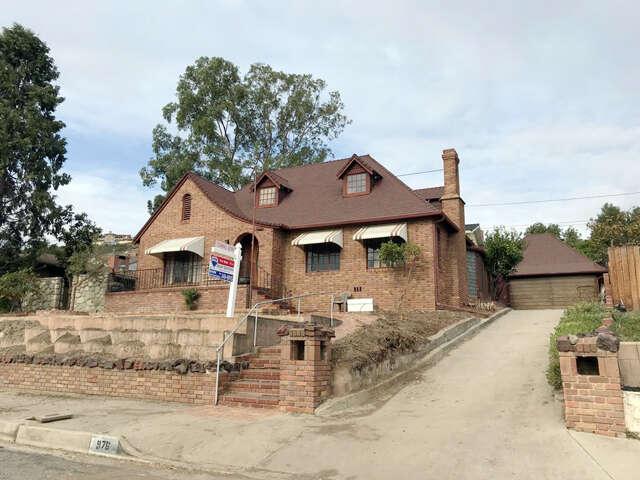 Single Family for Sale at 975 Loma Vista Pl Santa Paula, California 93060 United States