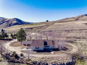 Featured Property in Horseshoe Bend, ID 83629
