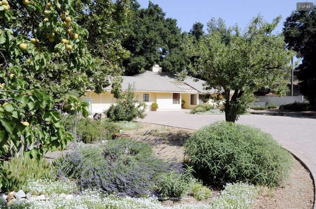 Single Family for Sale at 24953 Hacienda Ln Newhall, California 91321 United States