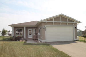 Featured Property in Ponoka, AB T4J 1E2