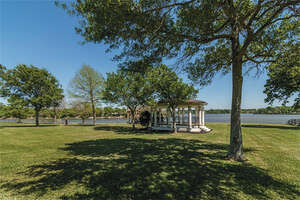 Featured Property in Taylor Lake Village, TX 77586