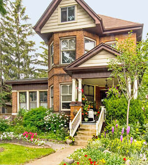 Featured Property in Hamilton, ON L8M 2K3