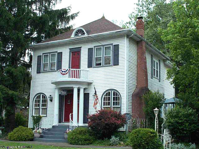 Single Family for Sale at 31 Pennsylvania Avenue Hundred, West Virginia 26575 United States
