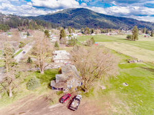 Featured Property in Dalton Gardens, ID 83815