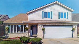 Featured Property in Elmhurst, IL 60126