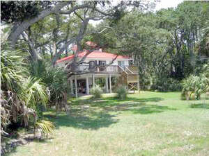 Featured Property in Eastpoint, FL 32328