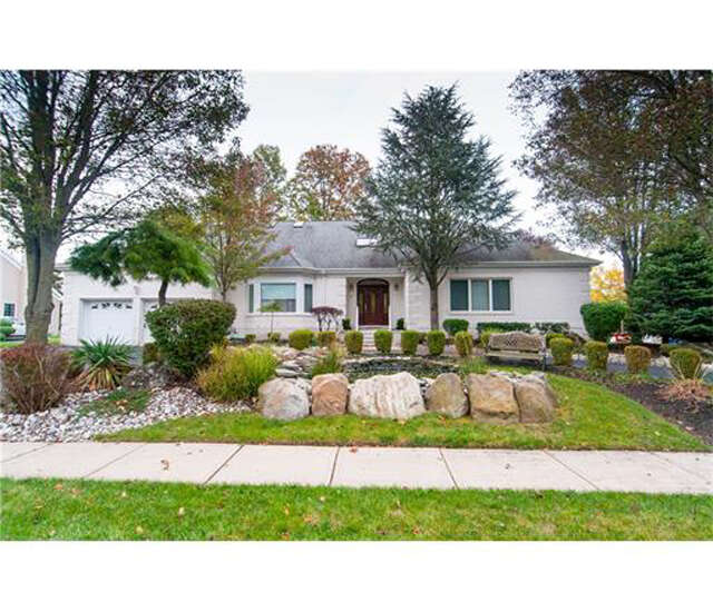 Single Family for Sale at 19 Pavlocak Court Edison, New Jersey 08820 United States