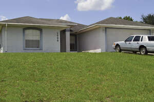 Featured Property in Dundee, FL