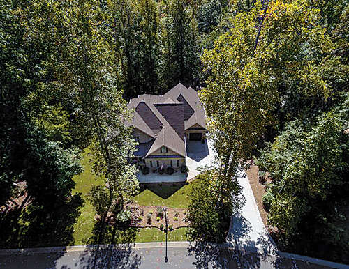 Single Family for Sale at 325 Swift Creek Cove Lake Wylie, South Carolina 29710 United States