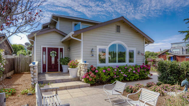 Single Family for Sale at 208 Kelly Ave Half Moon Bay, California 94019 United States