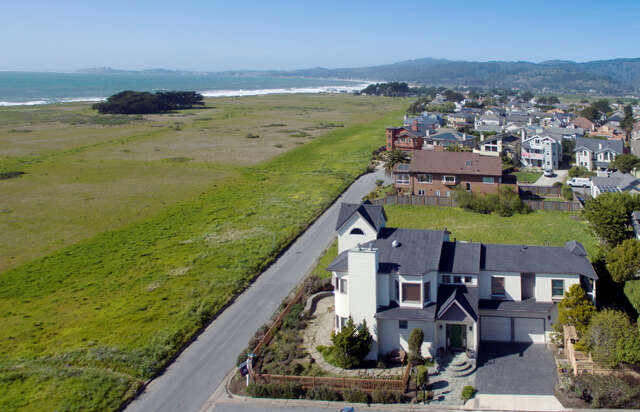 Single Family for Sale at 203 Granelli Ave Half Moon Bay, California 94019 United States