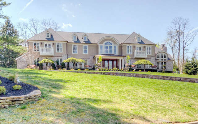 Single Family for Sale at 72 Glenwood Road Colts Neck, New Jersey 07722 United States