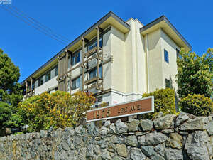 Featured Property in Victoria, BC V8R 4W9