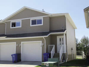 Featured Property in Bowden, AB T0M 0K0