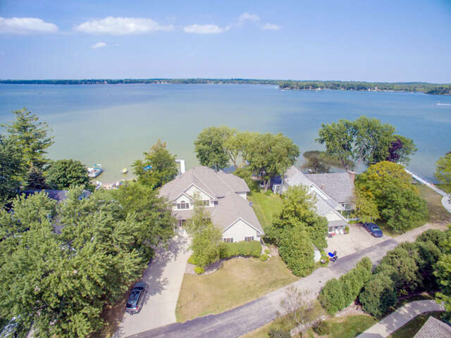 Single Family for Sale at N56w39076 Lakeview Lane Oconomowoc, Wisconsin 53066 United States