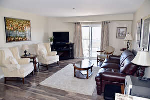 Featured Property in Winnipeg, MB R2N 4G8