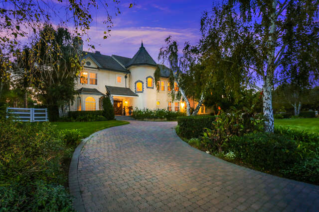 Single Family for Sale at 2351 Applewood Ln Santa Rosa Valley, California 93012 United States
