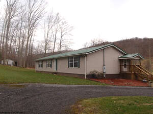 Featured Property in Rowlesburg, WV 26425