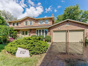 Featured Property in Oakville, ON L6H 3J2