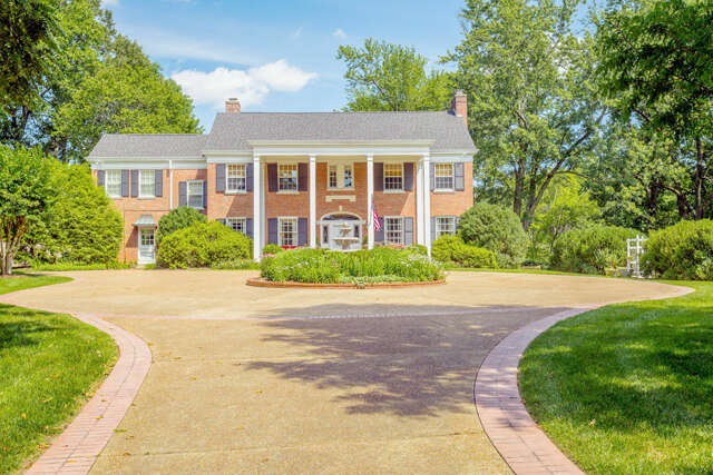 Single Family for Sale at 222 W Brow Oval Lookout Mountain, Tennessee 37350 United States