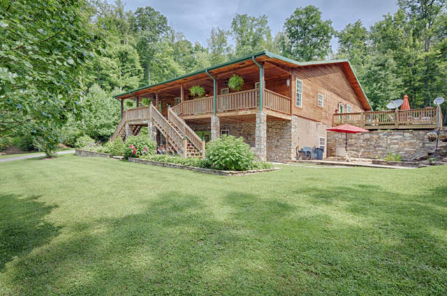 Featured Property in HENDERSONVILLE, NC, 28792