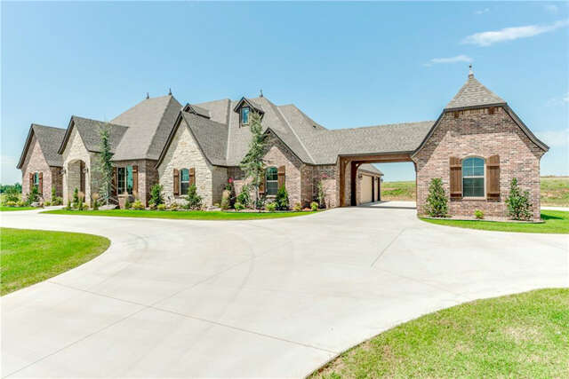 Additional photo for property listing at 10701 Secretariat  Oklahoma City, Oklahoma 73102 United States