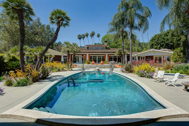 Single Family for Sale at 4200 Chevy Chase Drive La Canada Flintridge, California 91011 United States