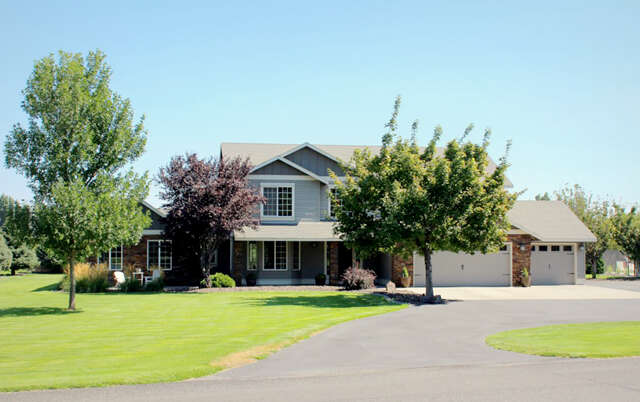 Single Family for Sale at 3858 Eastlake Drive West Richland, Washington 99353 United States