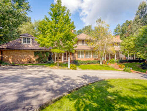 Single Family for Sale at 6 Woodhill Dr Lookout Mountain, Tennessee 37350 United States