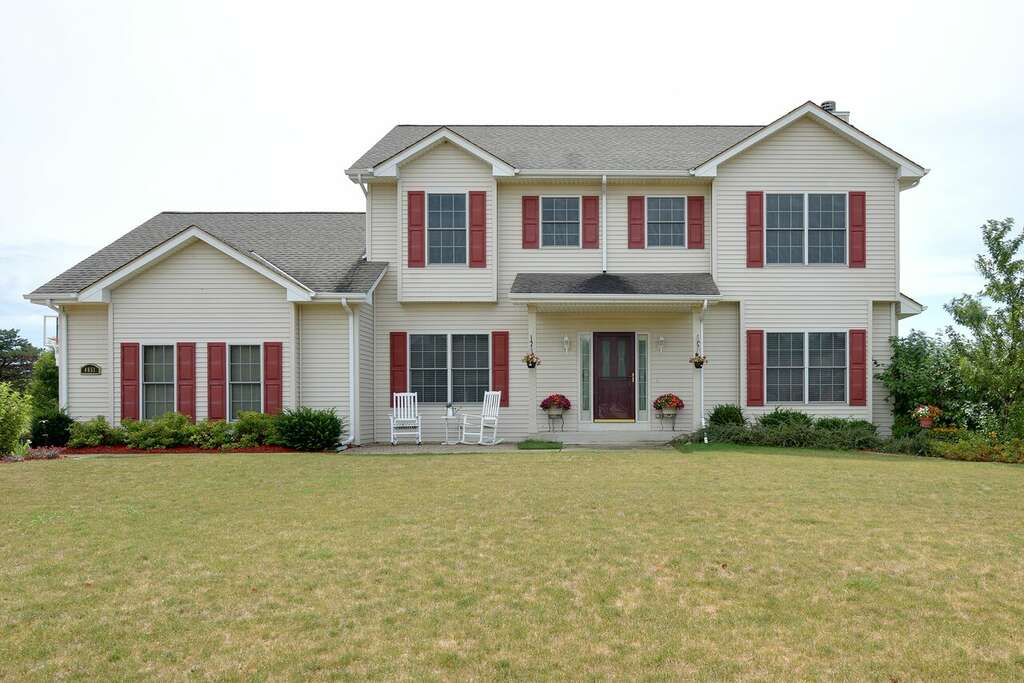 Home Listing at 4851 W Alesci DR, FRANKLIN, WI