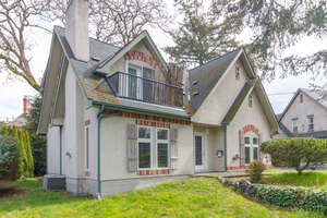 Featured Property in Victoria, BC V8P 3K7