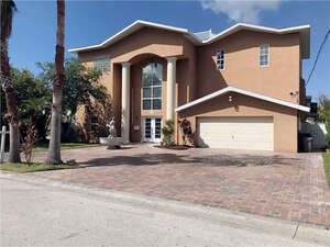 Featured Property in Belleair, FL 33756