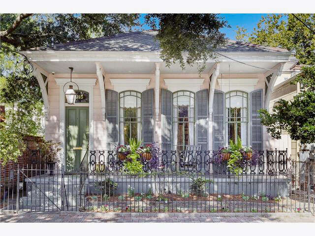 Single Family for Sale at 2915 Camp St. New Orleans, Louisiana 70115 United States